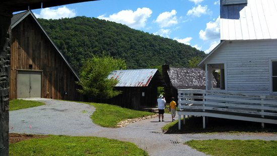 Great Smoky Mountain Heritage Center: walking around the collection of buildings