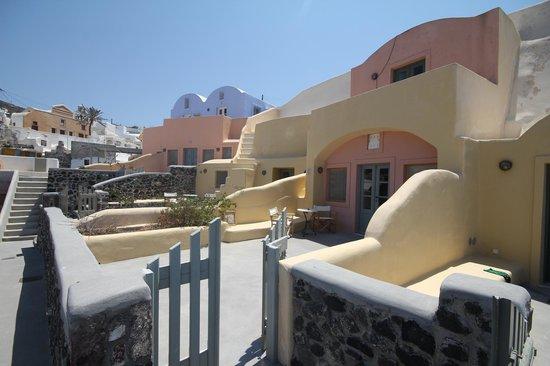 Ambelia Traditional Villas: Outside the room