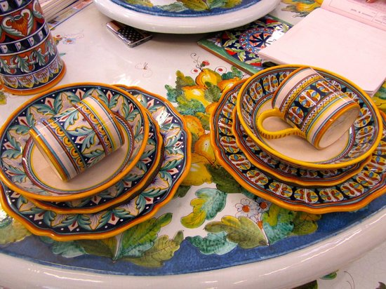 Ceramiche Cosmolena di Margherita di Palma: 8-place settings of china