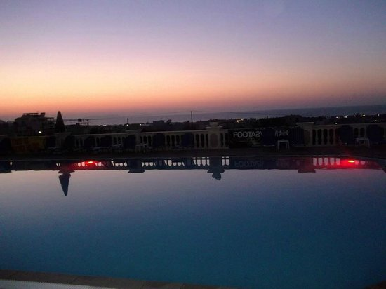 Notos Heights Hotel & Suites: View out over the pool at sunset