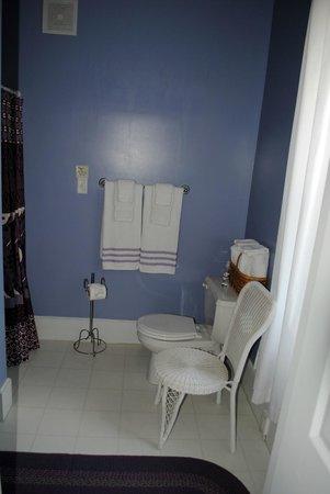 Kromer's Bed and Breakfast: Hannah Bathroom