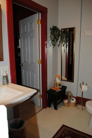 Kromer's Bed and Breakfast : Scarlet Room Bathroom