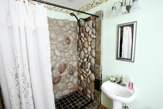 Carbon Countrys Shady Rest Bed and Breakfast: Experience the unique stone waterfall shower