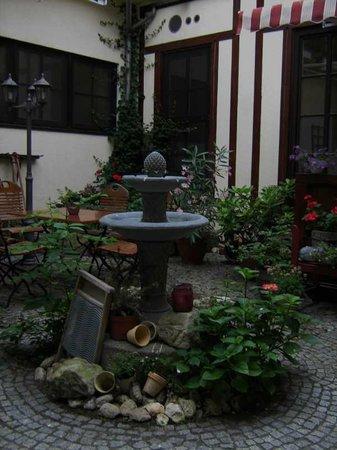 Hotel Zur Goldenen Sonne: Wasserspiele