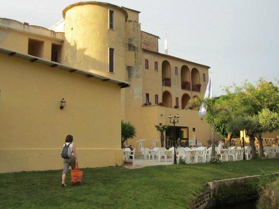 Hotel Poseidonia Mare: Il lato sul giardino interno