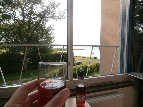 Strand Hotell Borgholm: Hade lite havsutsikt trots att detta inte var bokat :-)