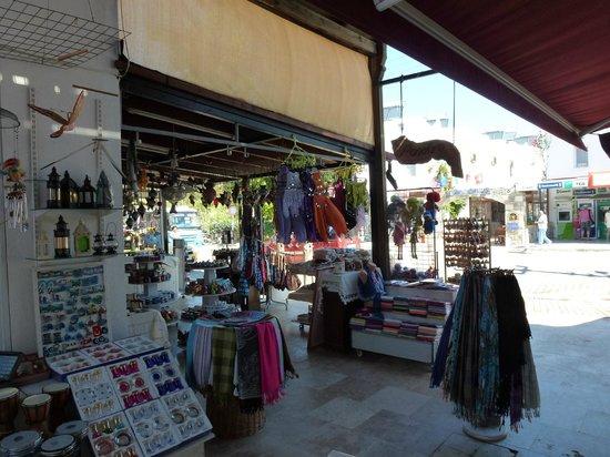 Bitez Beach: shops