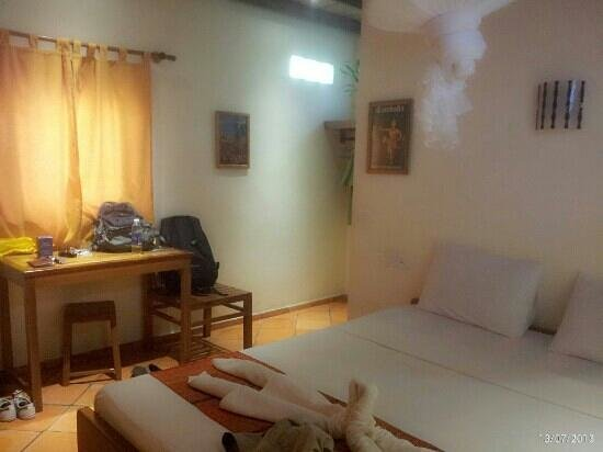 Botanica Guest House: our room with a/c for 2