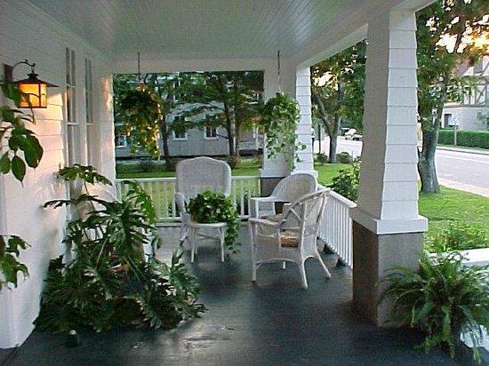 Cameron House Inn: Front Porch