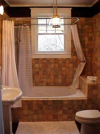 Cameron House Inn: Avocet Bathroom