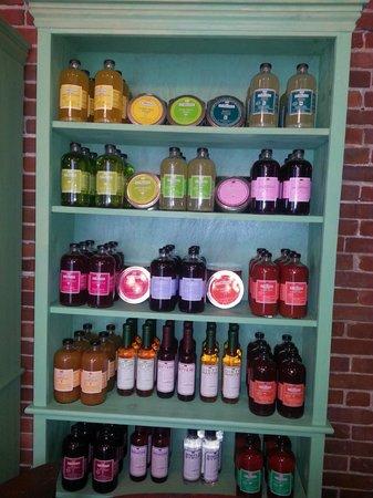Vena's Fizz House : tons of drink mixers