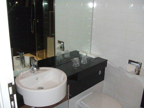 Holiday Inn Express Tamworth: Bathroom