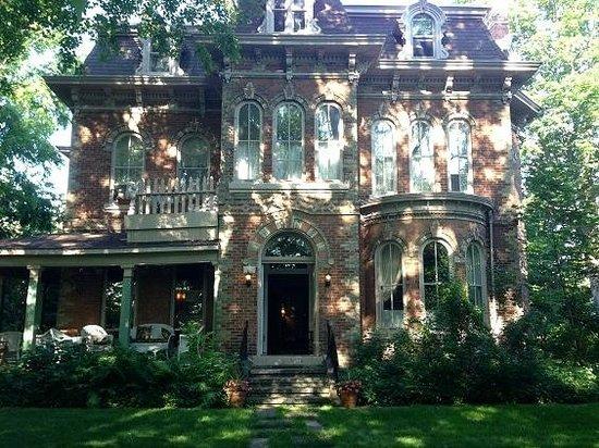 The Highland Manor: Veranda