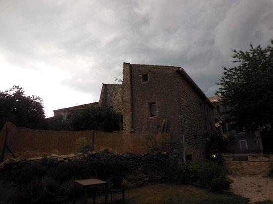 Auberge de Loubion: Cour