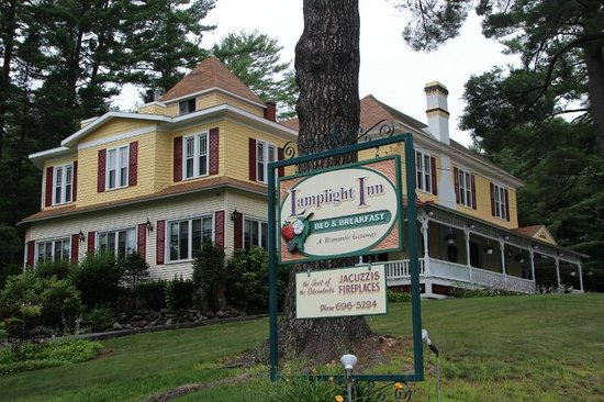 Lamplight Inn Bed and Breakfast: From the Entrance