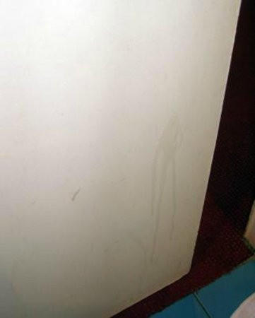 Hotel de France Gare de Lyon Bastille: disgusting bathroom door not cleaned in long time