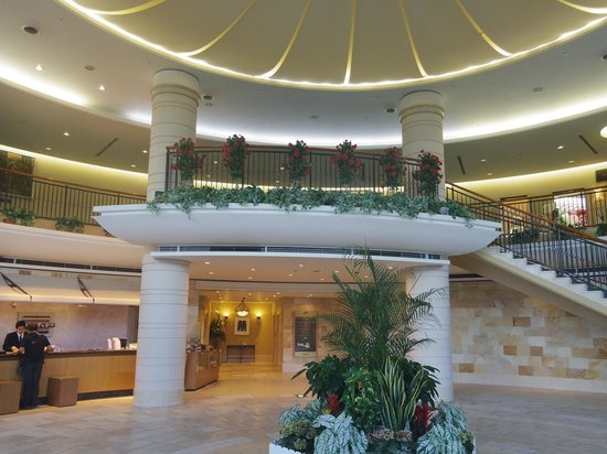 Hotel Welview Kagoshima: 吹き抜けのあるロビーは、婚礼等で訪れた方をおもてなししています。