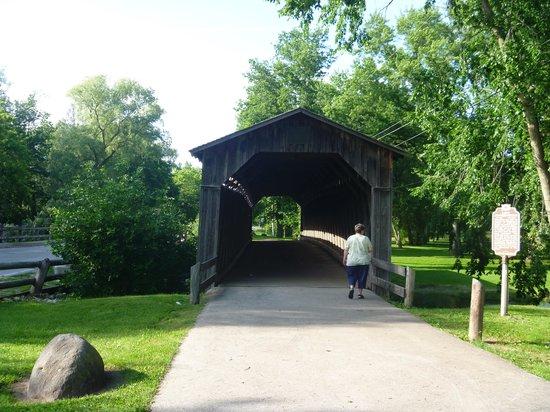 Cedarburg Covered Bridge: Bridge shot