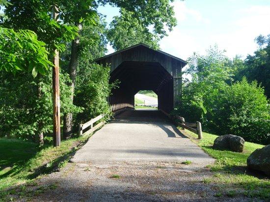 Cedarburg Covered Bridge: Another bridge shot