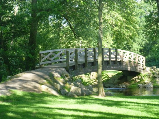 Cedarburg Covered Bridge : bridge over the creek