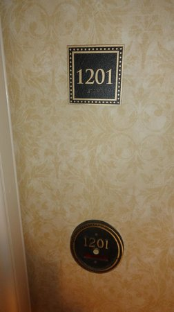 Mt. Vernon Baltimore: Room entrance (with doorbell!)