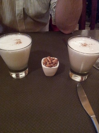 El Condor Pasa: Pisco Sour con su canchita