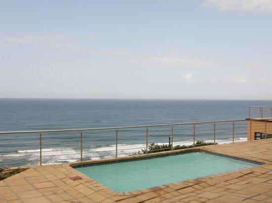 Zimbali View Eco Guesthouse: Set above the Indian Ocean shorebreak