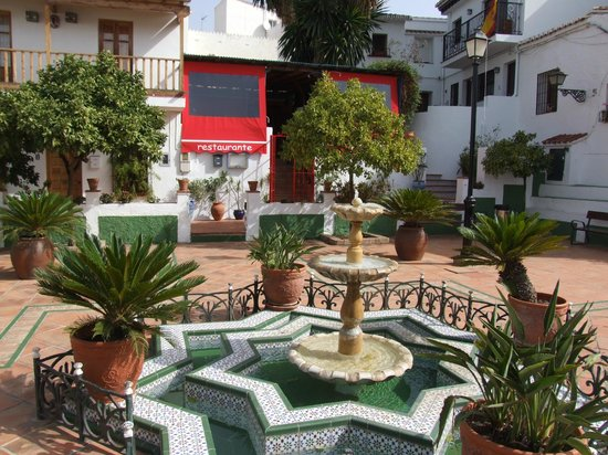 El Arbol Insolito: the beautiful, original spanish square