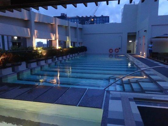Large Swimming Pool Picture Of Holiday Inn Suites Makati Makati Tripadvisor