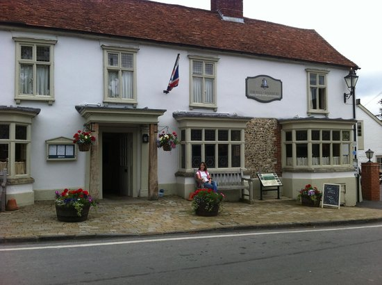 The Bell at Ramsbury: View of Hotel from the Square
