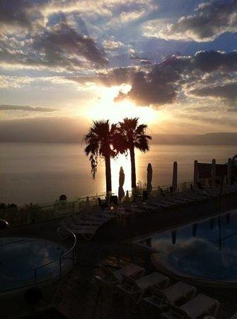 Golan Hotel: l'alba sul Lago di Tiberiade vista dal balcone dell'Hotel