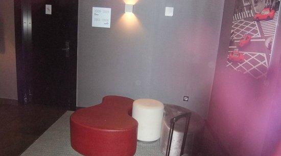 ILUNION Suites Madrid: piccolo ingresso
