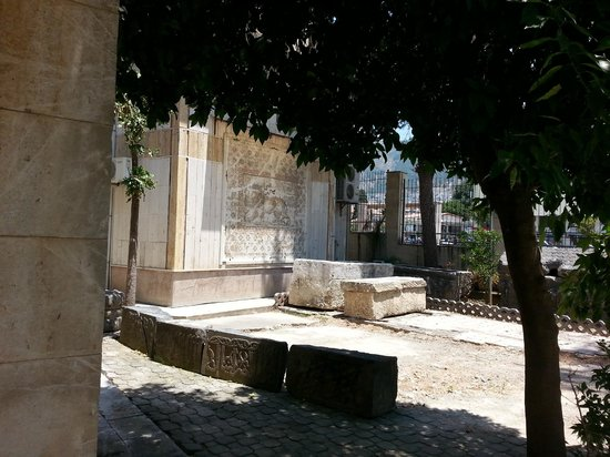 Antakya Archaeological Museum: Even the courtyard is art