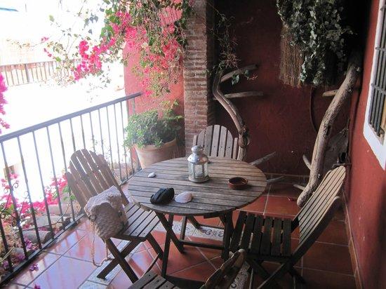 Hotel-Apartamentos Puerta de Aduares: Twin suite with balcony