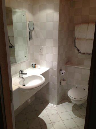 Holiday Inn Lancaster : Bathroom