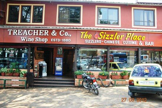 Hotel Shreyas: Non-Veg Sizzler Restaurant