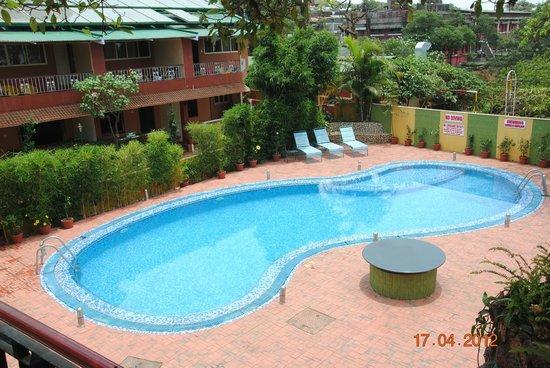 Hotel Shreyas: Garden cottage and poolside