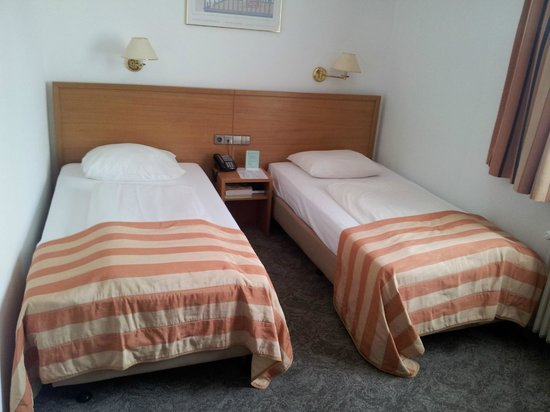 Hotel Central Molitor: The beds