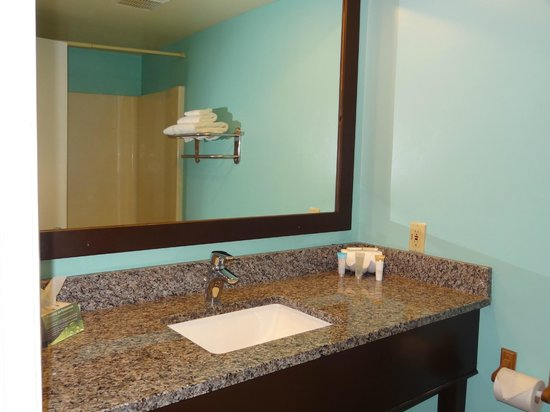 Ocean Sands Beach Inn: New Granite Bath Vanities with Full Size Mirrors