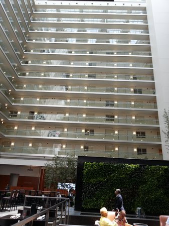 Embassy Suites by Hilton Chicago Downtown Magnificent Mile: View of the east side of the hotel from the lobby