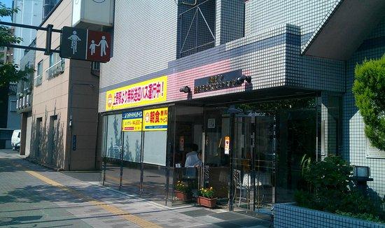 Toyoko Inn Asakusa Senzoku Tsukuba Express : 入り口