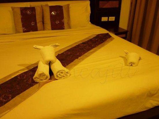 Lemongrass Hotel: towel origami
