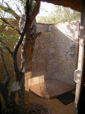 Naledi Game Lodges: Our outdoor shower at Bush Lodge