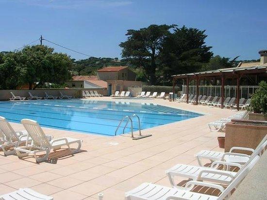 Vvf villages sainte maxime vue piscine photo de vvf for Piscine ste maxime