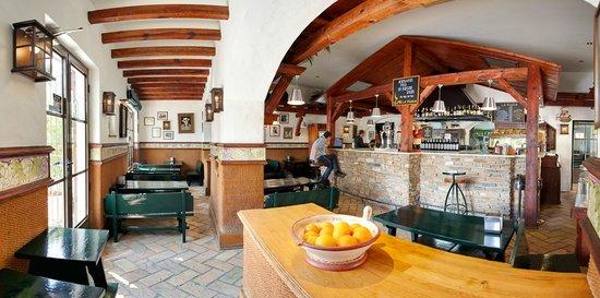 Restaurante La Piedra: zona de barra