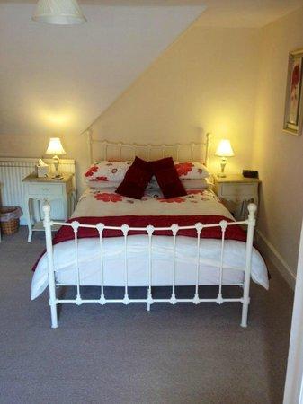The Struan Inn: Our lovely bed.