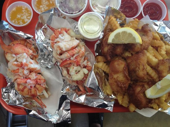 Sea Diggers Grub : Lobster rolls with fish and chips