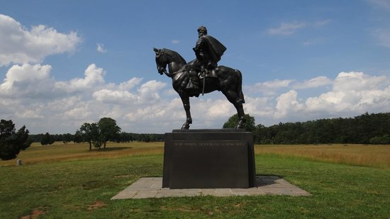 Bennett House Bed and Breakfast: Stonewall Jackson statue