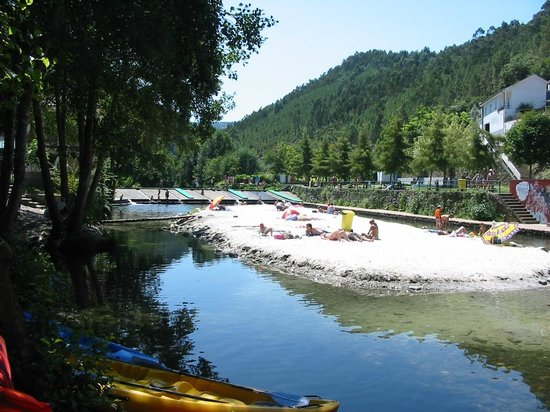 Centre du Portugal, Portugal : river beach