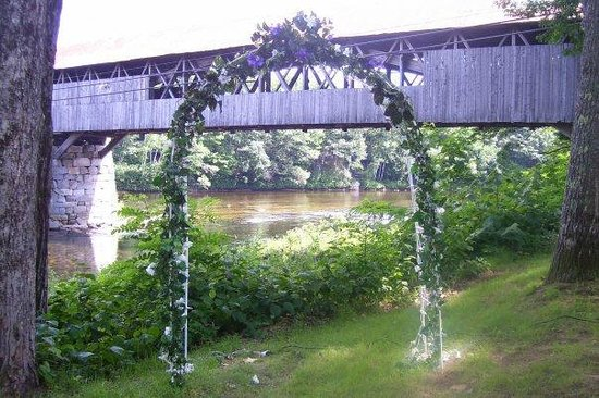 Country Cow Restaurant and Bar : Wedding arbor